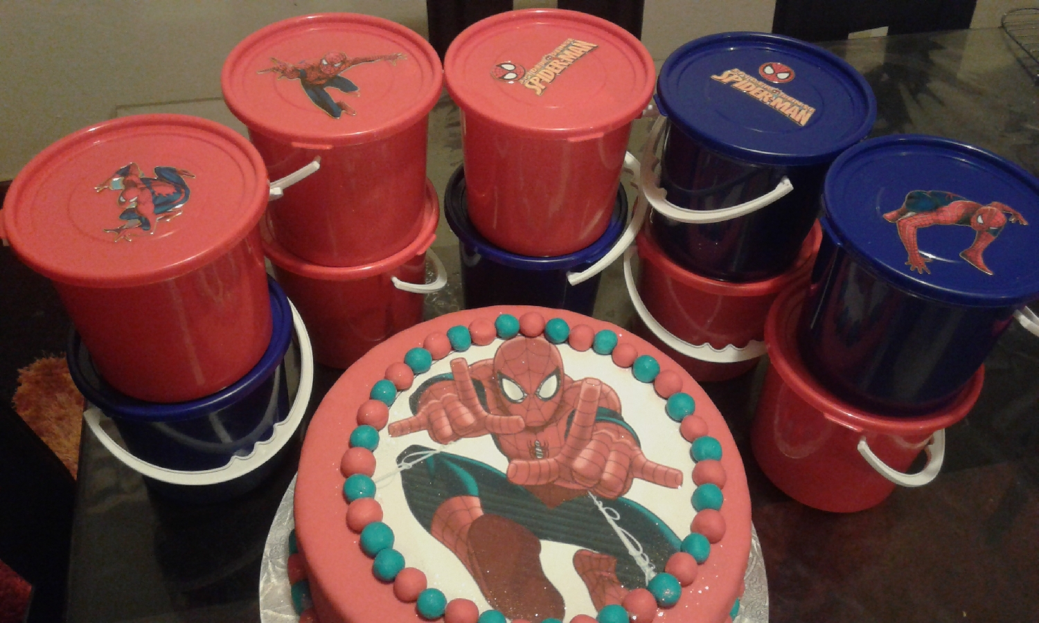 cupcakes-&-party-packs-for-school